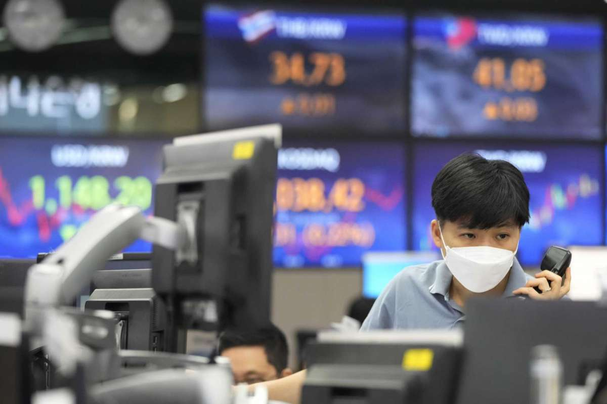 Asian Stocks Were  Increases, After fluctuation On Wall Street